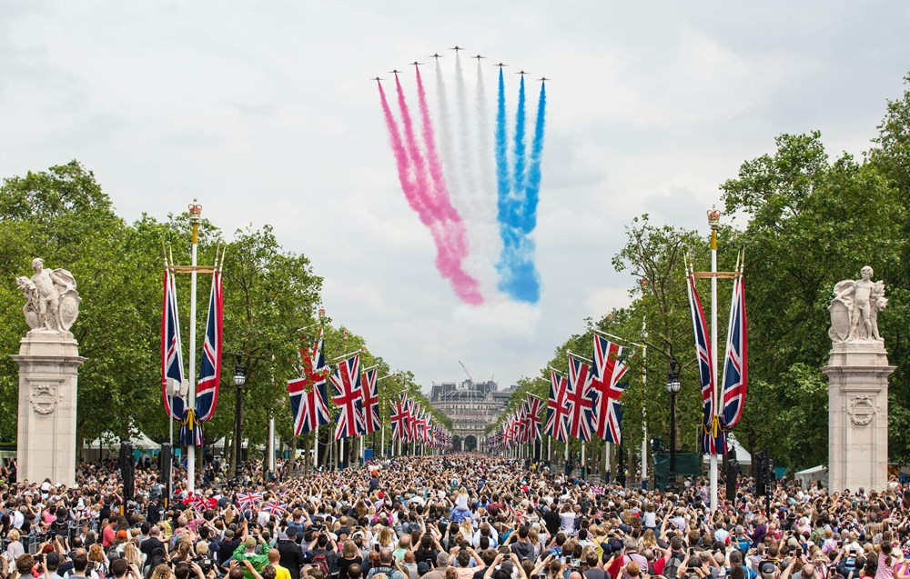 Red arrows flying over Buckingham Palace